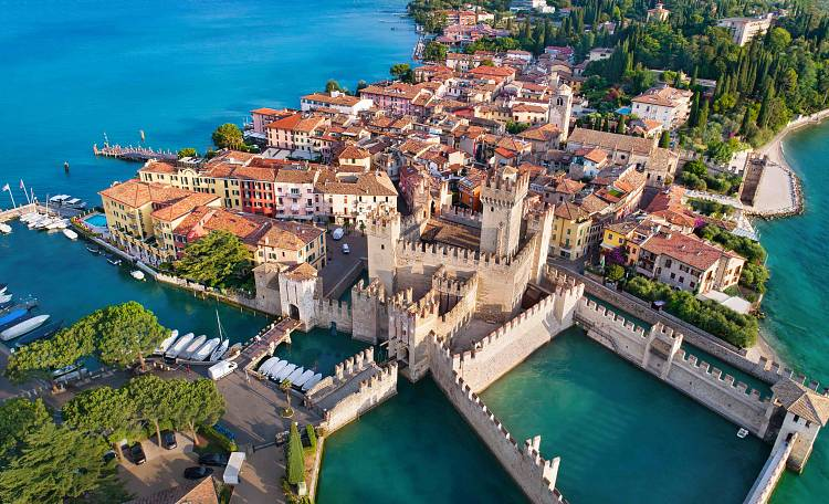 Sirmione ❤️ one of the most beautiful villages on Lake Garda - What to see in Sirmione
