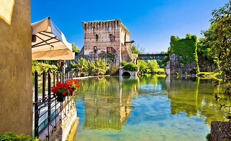 Borghetto, un piccolo gioiello attraversato dal Mincio - Borghetto, uno dei borghi più belli d'Italia, nei pressi del Mincio