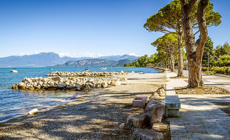 Lazise ☀️ Lake Garda - What to do and see in Lazise. Also, discover the most beautiful beaches of Lazise.